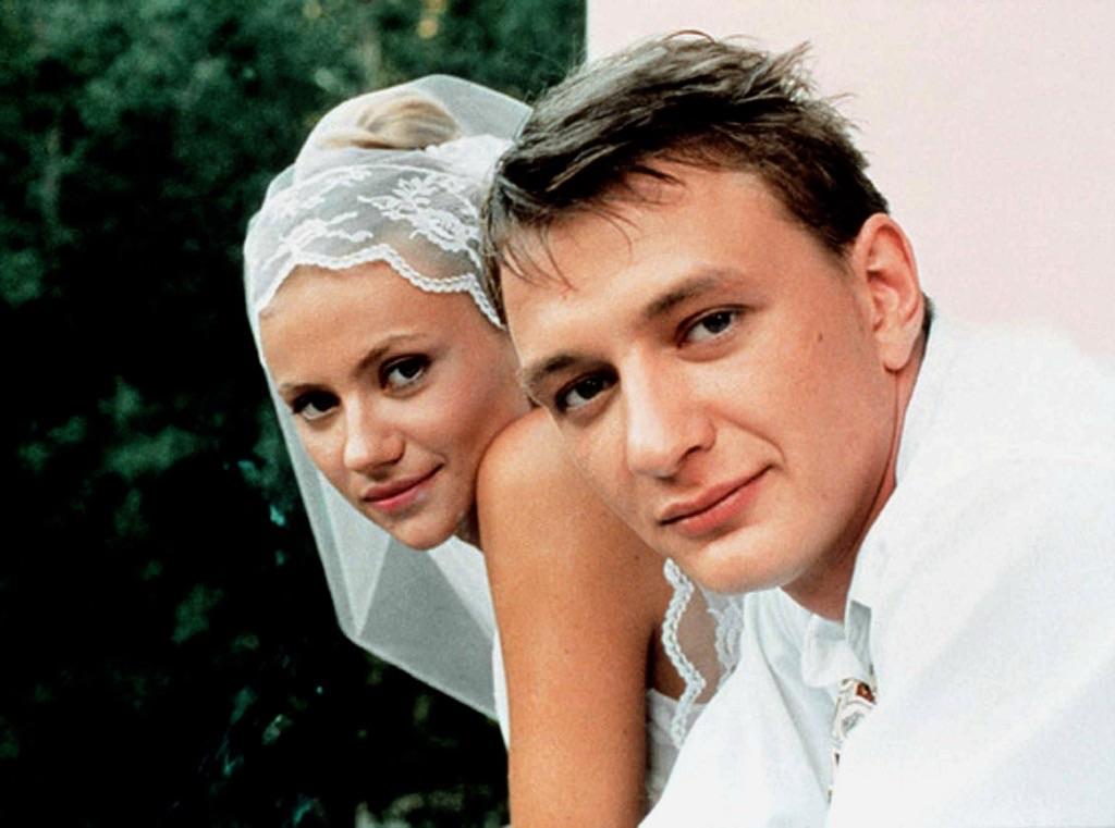 Marat Basharov and Mariya Mironova in Svadba (2000)