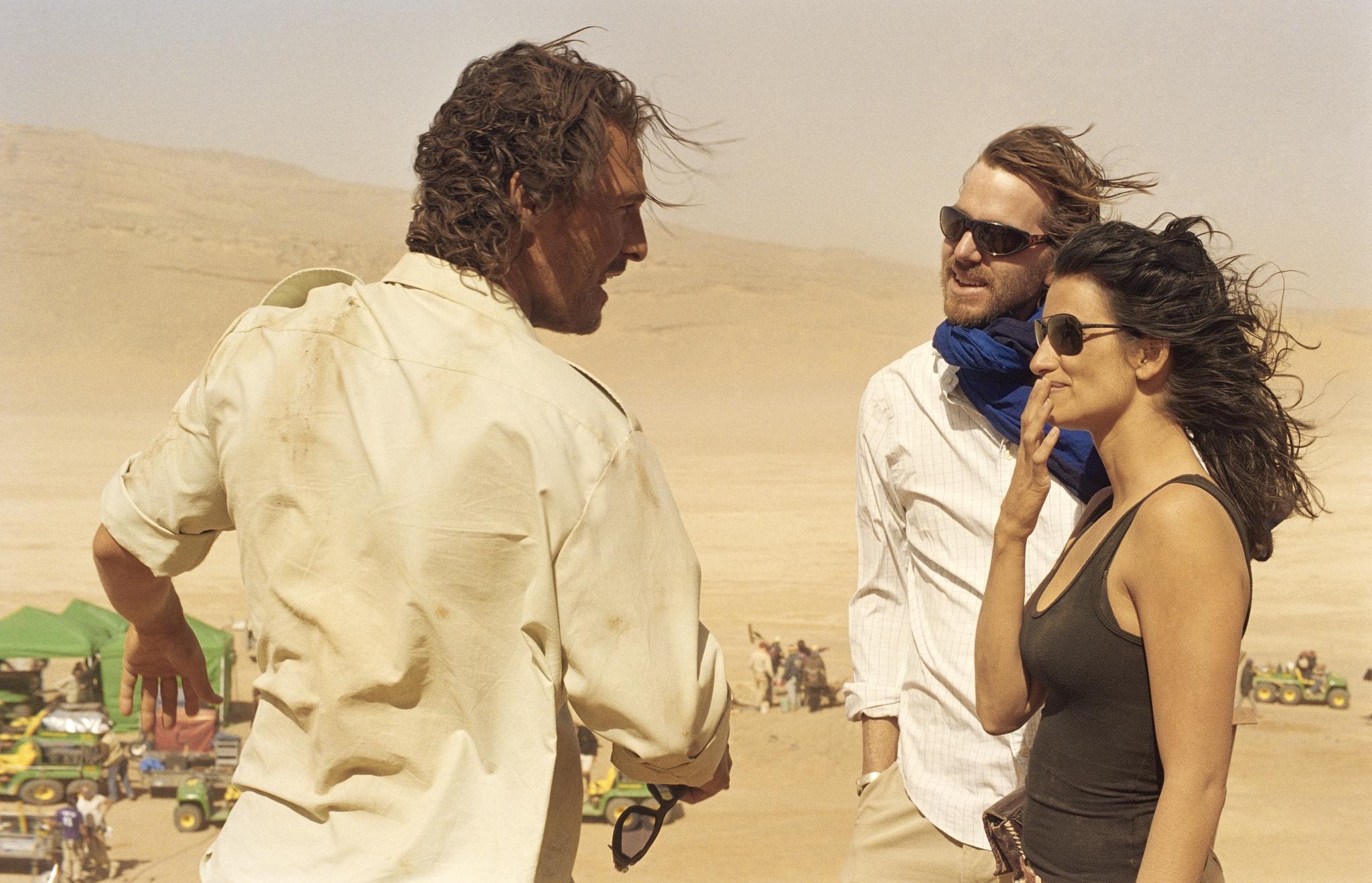 Matthew McConaughey and Penélope Cruz in Sahara (2005)