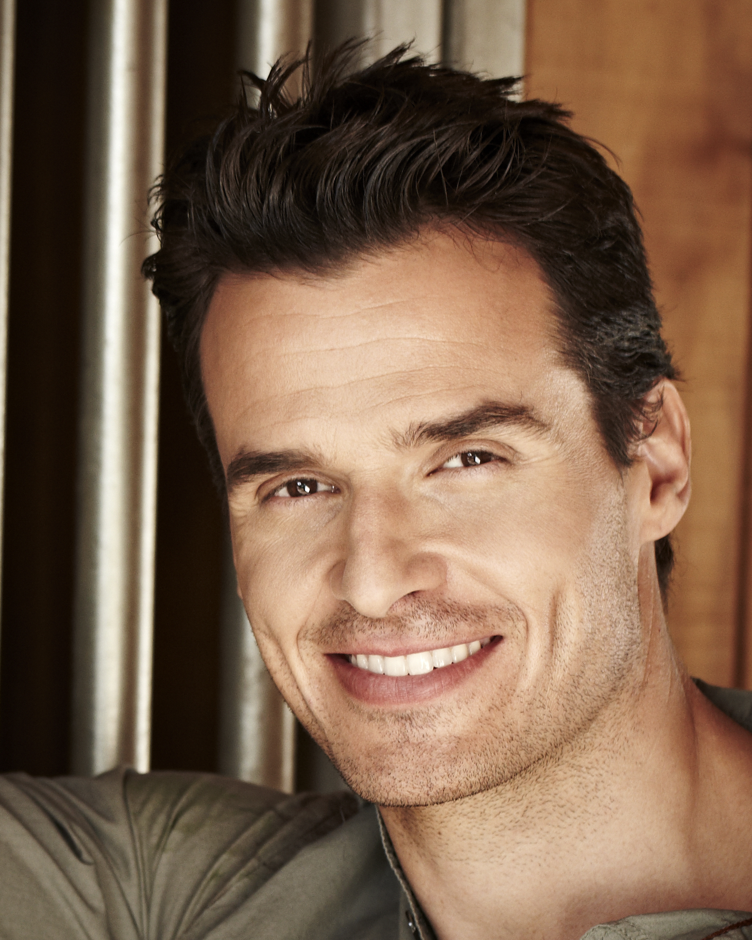 The 48-year old son of father (?) and mother(?) Antonio Sabàto Jr. in 2020 photo. Antonio Sabàto Jr. earned a million dollar salary - leaving the net worth at million in 2020