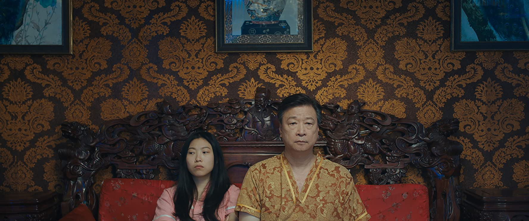 Tzi Ma and Awkwafina in The Farewell (2019)