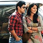 Vikram and Anushka Shetty in Thaandavam (2012)