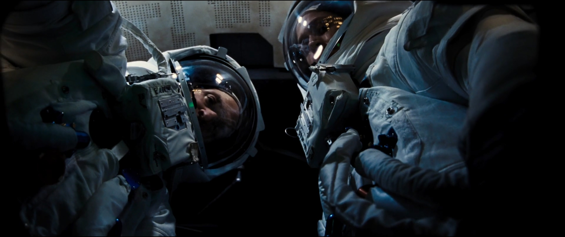 Ryan Gosling and Corey Stoll in First Man (2018)