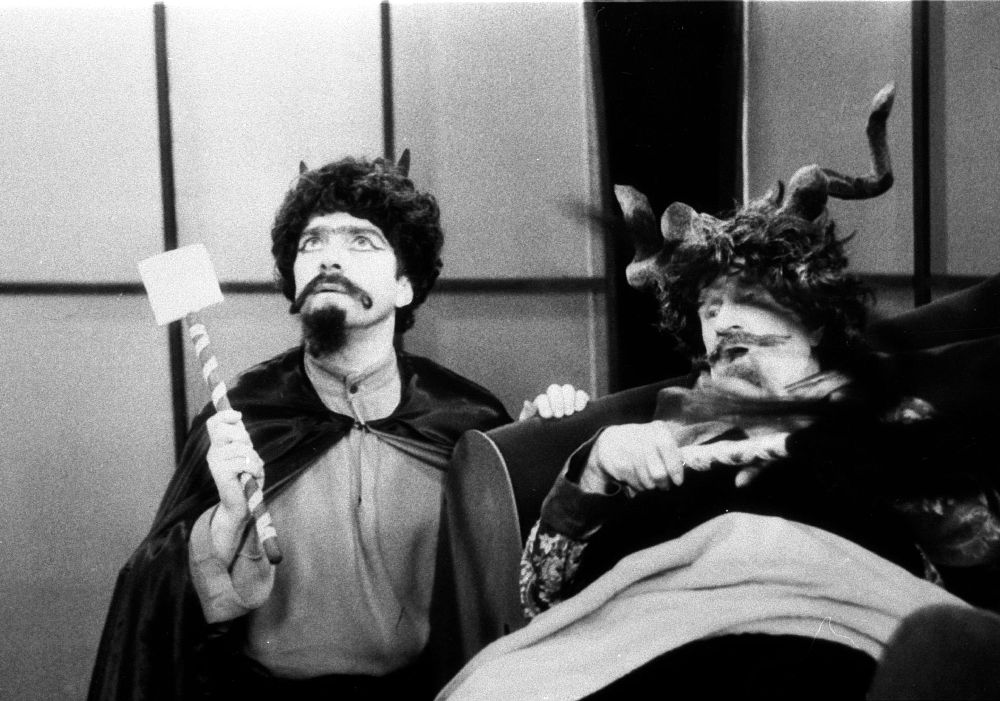 Tadeusz Kondrat and Zdzislaw Wardejn in Igraszki z diablem (1979)