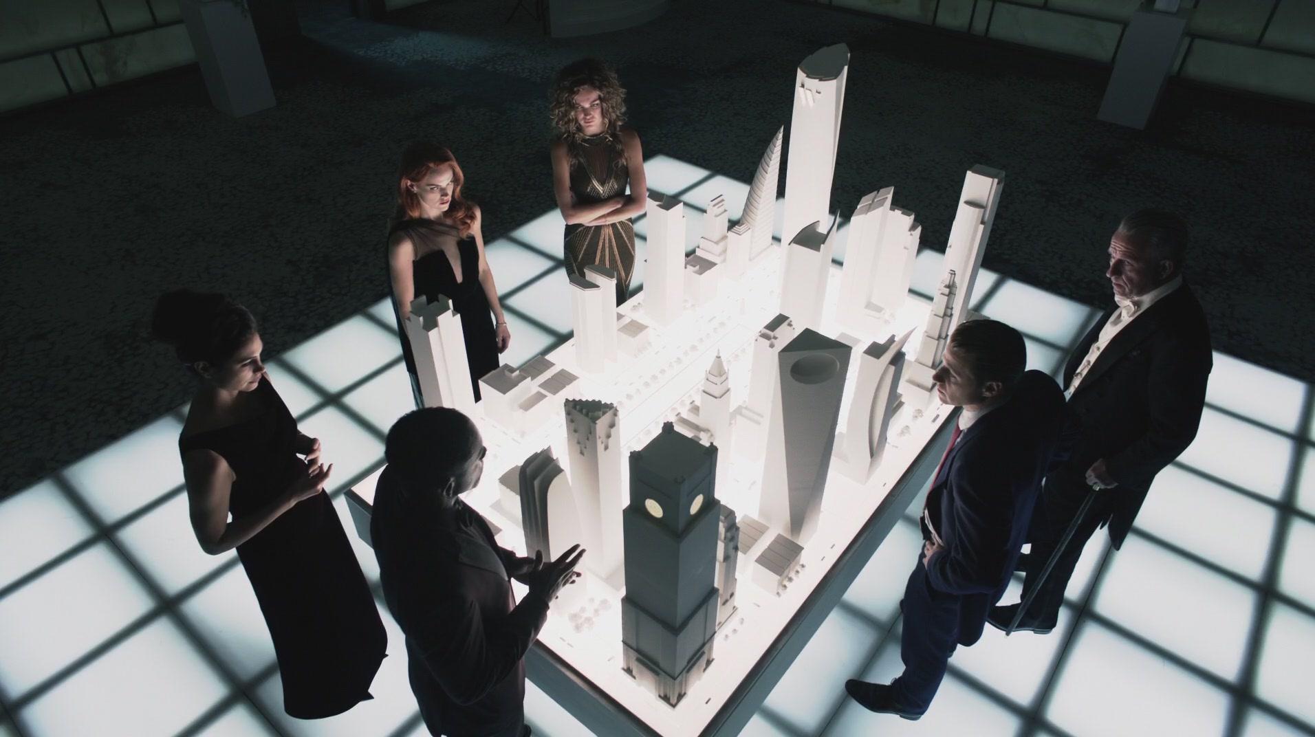 Sean Pertwee, Morena Baccarin, Ben McKenzie, Chris Chalk, Erin Richards, and Lili Simmons in Gotham (2014)