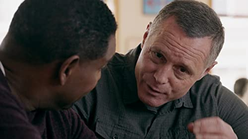 Chicago P.D.: Voight Meets With His Former Partner Woods To Discuss The Bullet