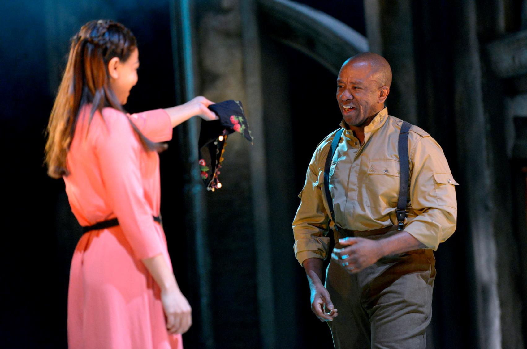 Ayesha Dharker and Lucian Msamati in RSC Live: Othello (2015)