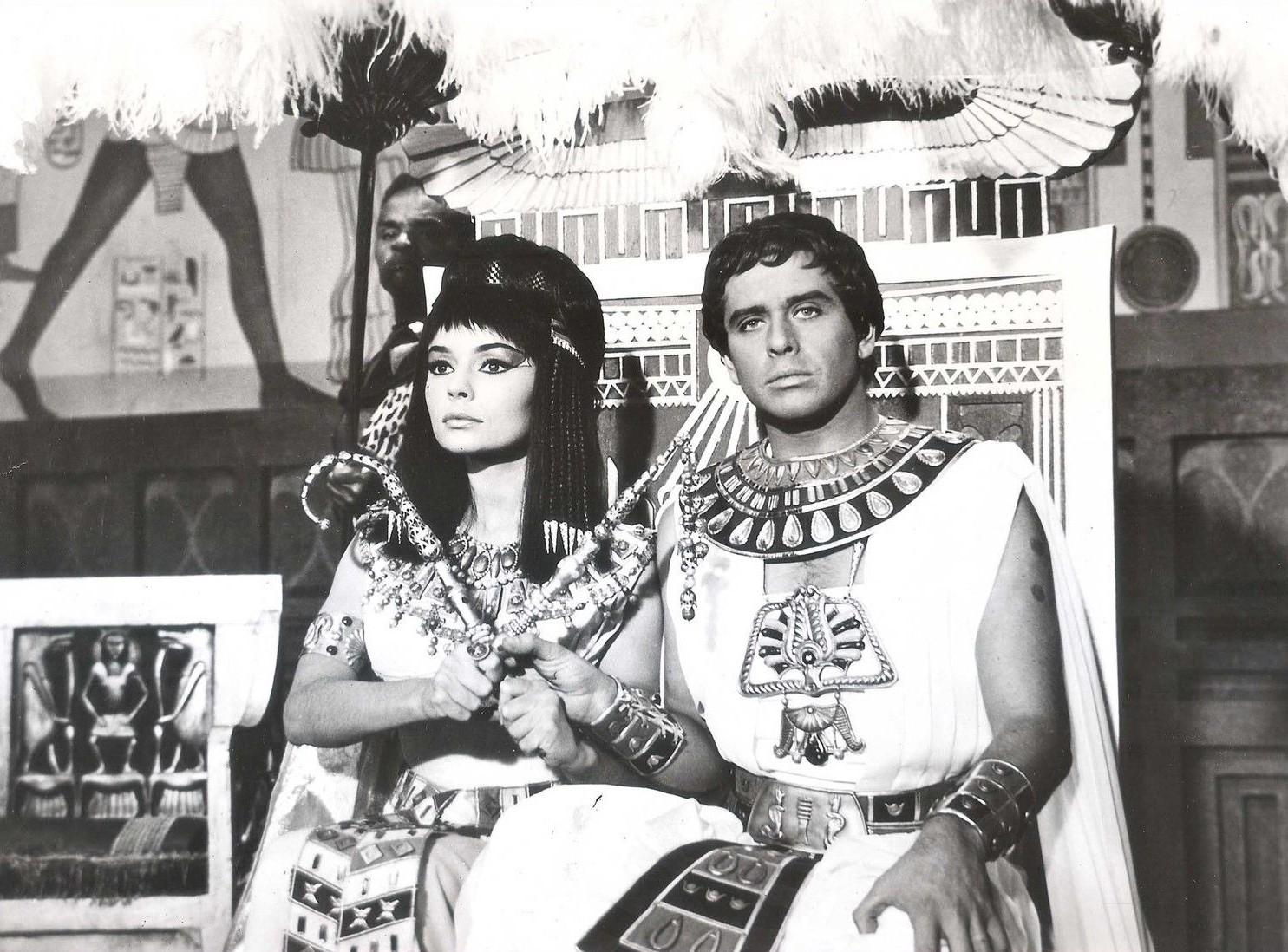 Corrado Pani and Pascale Petit in Una regina per Cesare (1962)