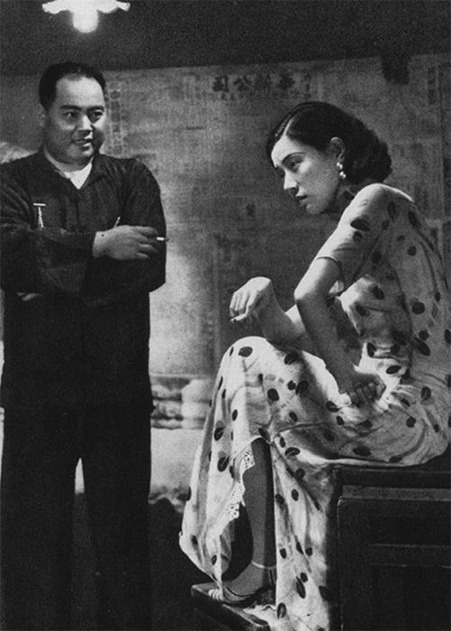 Lingyu Ruan and Zhizhi Zhang in Shen nu (1934)