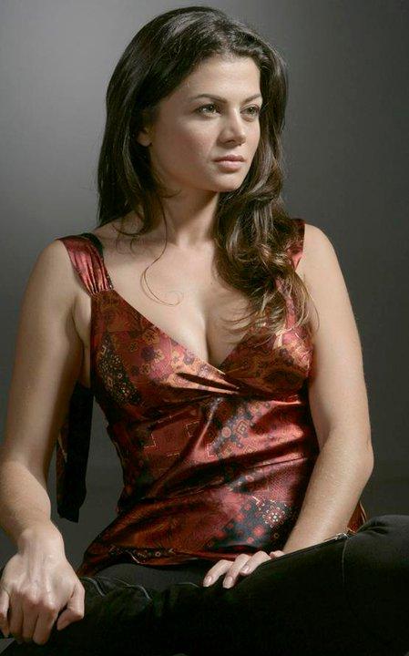 Zeynep Aydemir in Sov bizinis (2011)