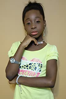 Alona Leoine Picture