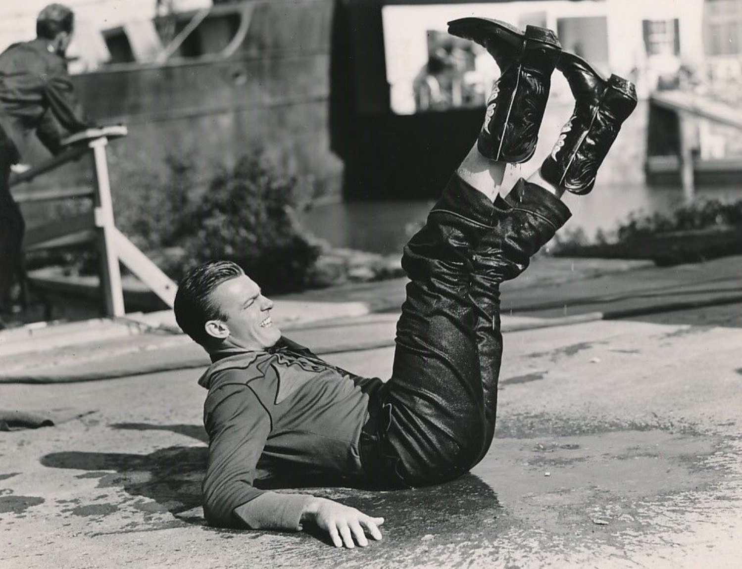Dennis O'Keefe in The Kid from Texas (1939)