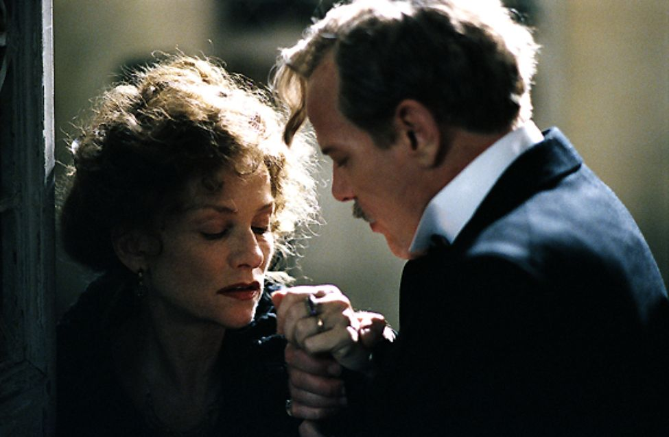 Isabelle Huppert and Pascal Greggory in Gabrielle (2005)