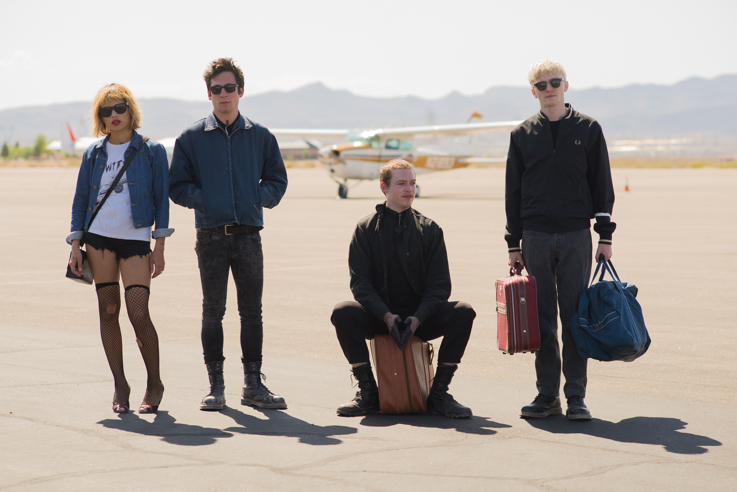 Frank Dillane, Jeremy Allen White, Zoë Kravitz, and Caleb Landry Jones in Viena and the Fantomes (2020)