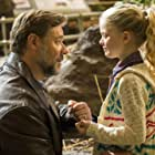 Russell Crowe and Kylie Rogers in Fathers & Daughters (2015)