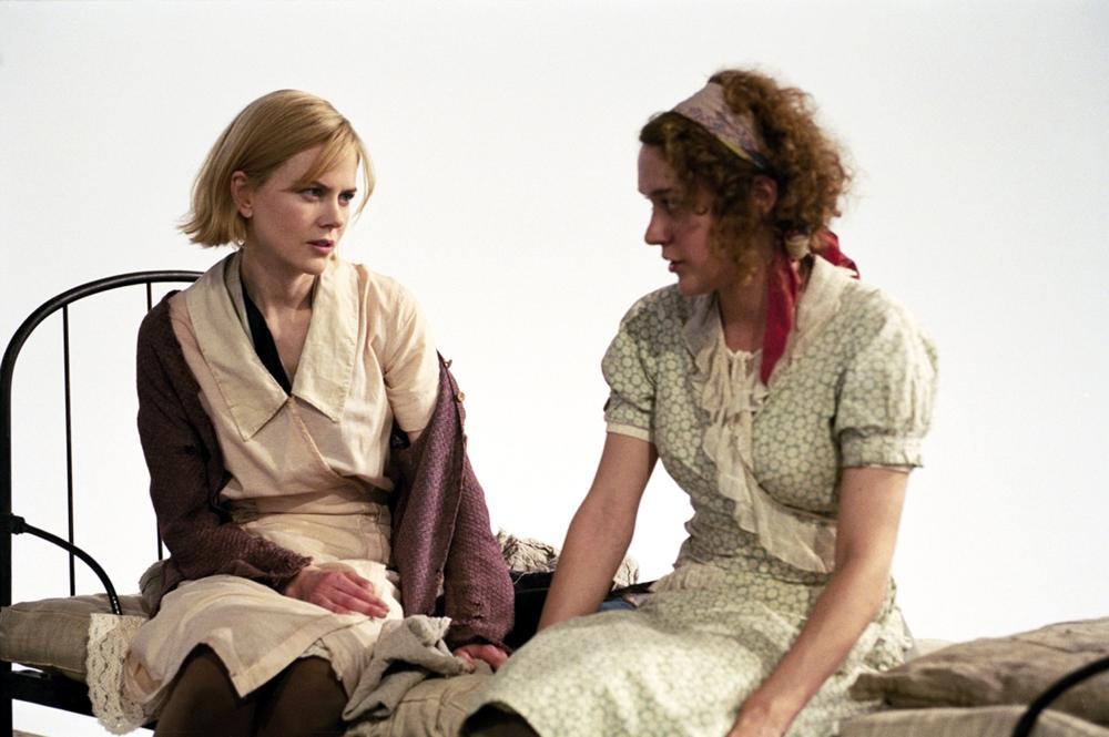 Nicole Kidman dan Chloë Sevigny dalam Dogville (2003)