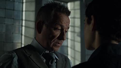 Gotham: Alfred Calls Bruce Out For Being Distracted
