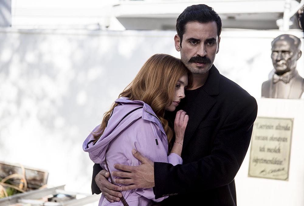 Burak Yamantürk and Melis Sezen in Sevgili Geçmis (2019)