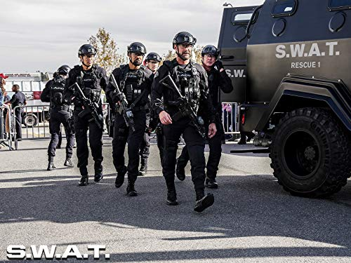 Shemar Moore, Jay Harrington, Kenny Johnson, David Lim, and Alex Russell in S.W.A.T. (2017)