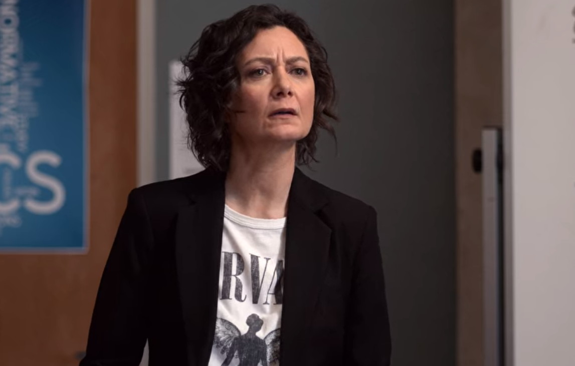 Sara Gilbert in Atypical (2017)