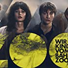 Lea Drinda, Jana McKinnon, Jeremias Meyer, Michelangelo Fortuzzi, Bruno Alexander, and Lena Urzendowsky in Wir Kinder vom Bahnhof Zoo (2021)