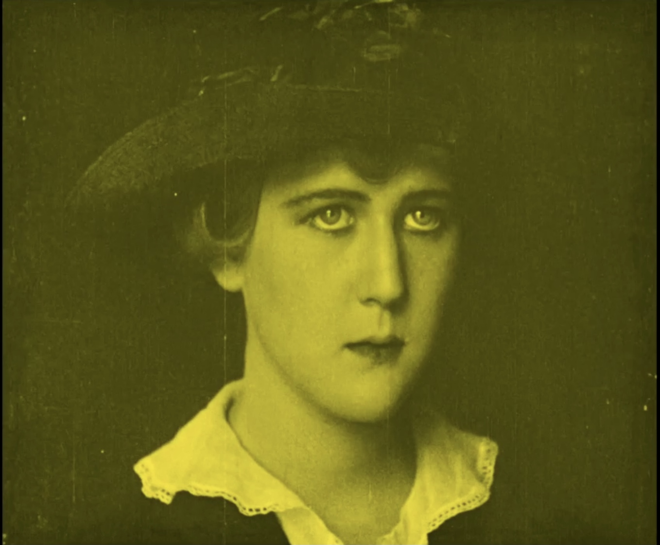 Mary MacLaren in Shoes (1916)