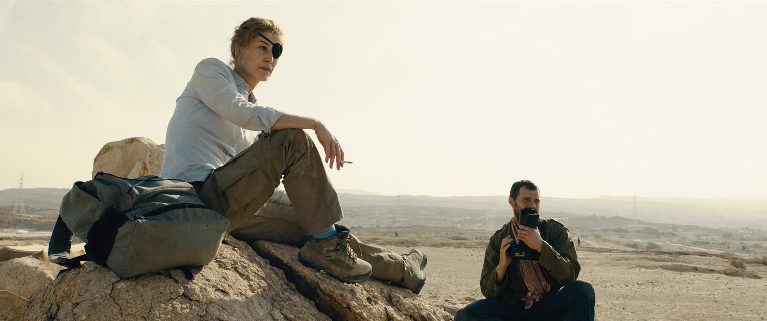 Rosamund Pike and Jamie Dornan in A Private War (2018)