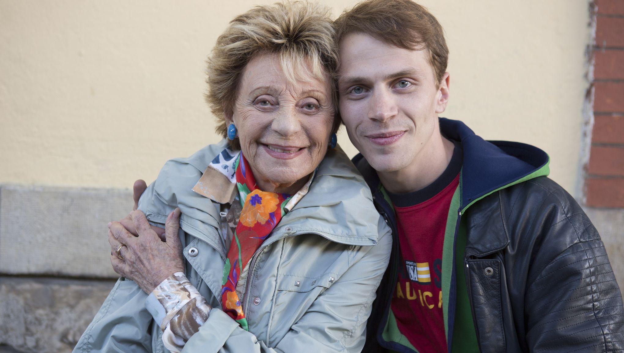 Annie Cordy and Kévin Azaïs in Illettré (2018)