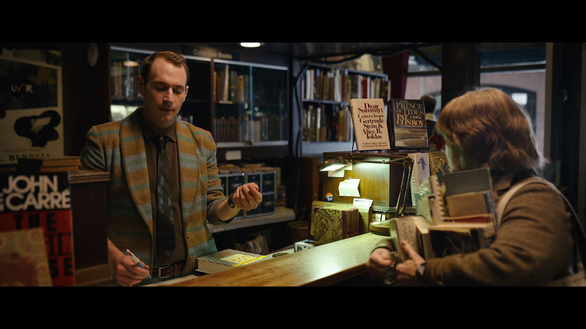 Melissa McCarthy and Brandon Scott Jones in Can You Ever Forgive Me? (2018)