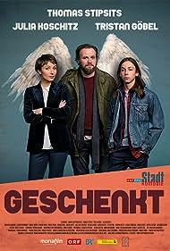 Julia Koschitz, Thomas Stipsits, and Tristan Göbel in Stadtkomödie: Geschenkt (2018)