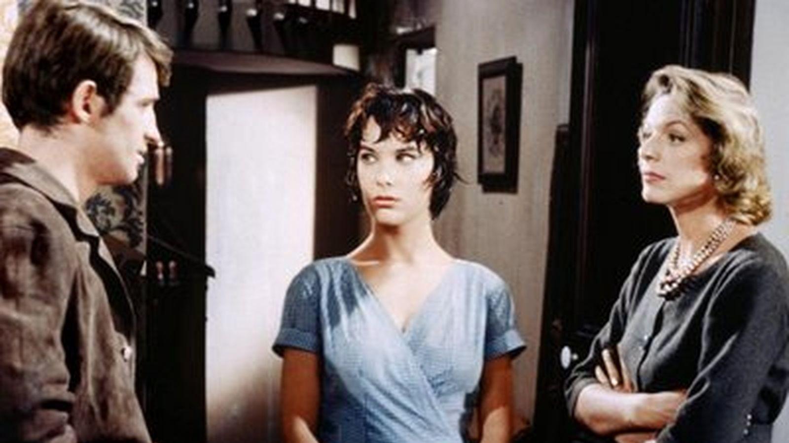 Jean-Paul Belmondo, Bernadette Lafont, and Madeleine Robinson in À double tour (1959)