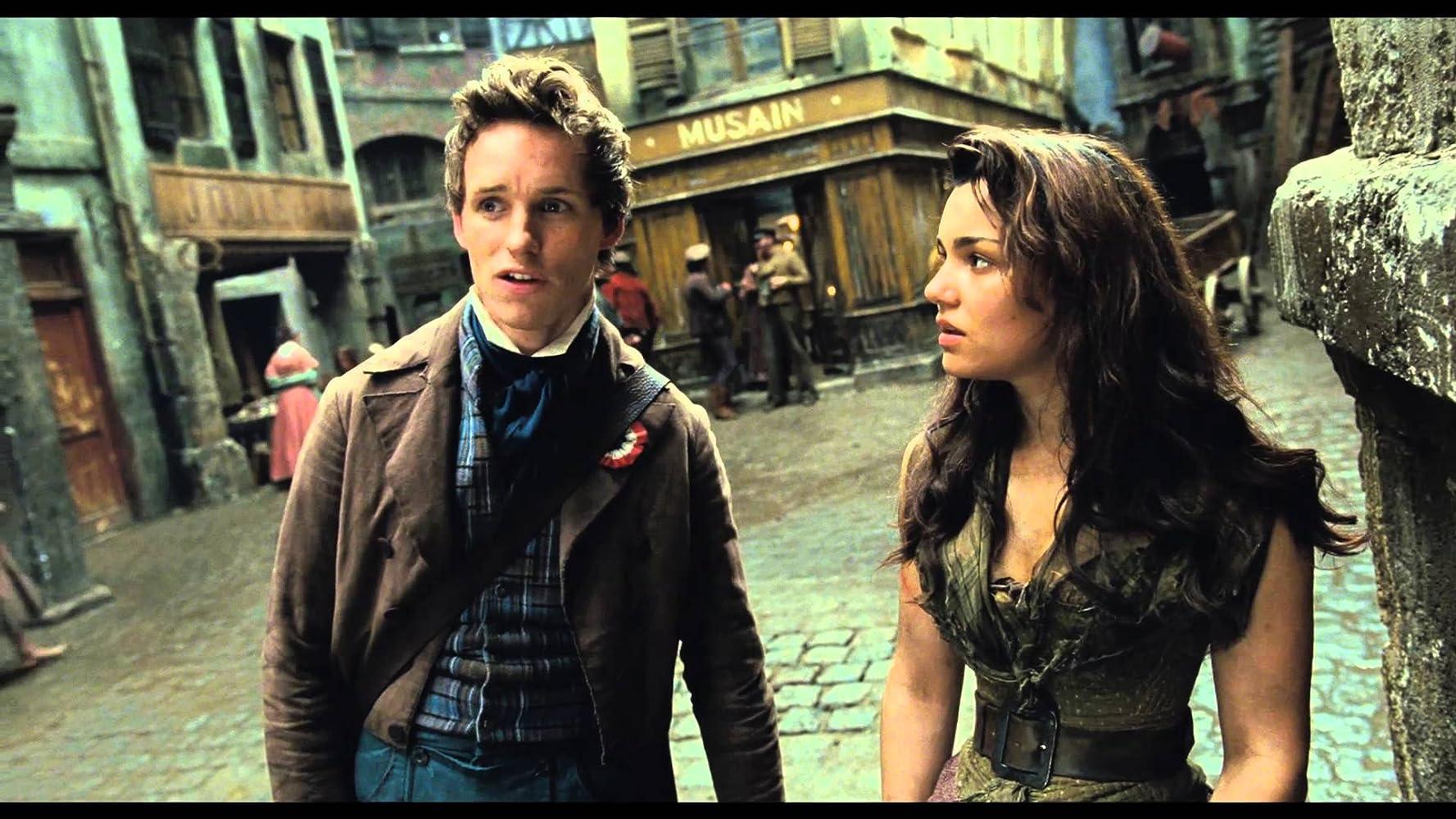 Eddie Redmayne dan Samantha Barks dalam Les Misérables (2012)