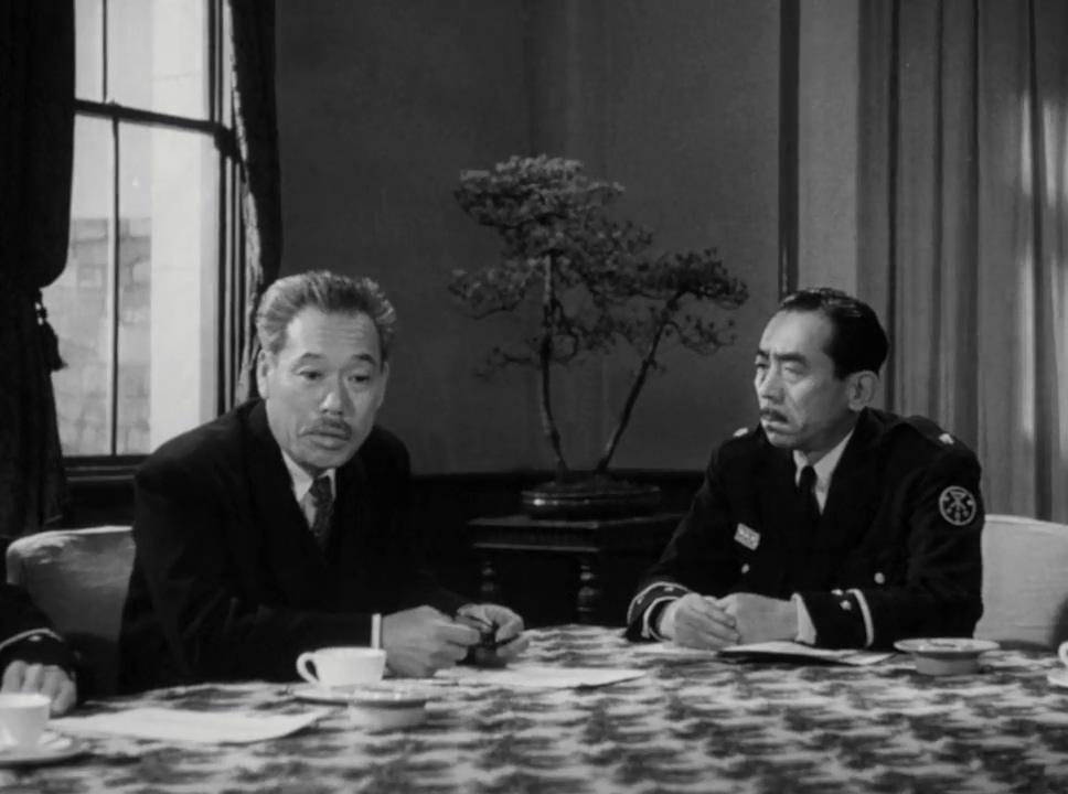 Takeo Oikawa and Takashi Shimura in Gojira no gyakushû (1955)