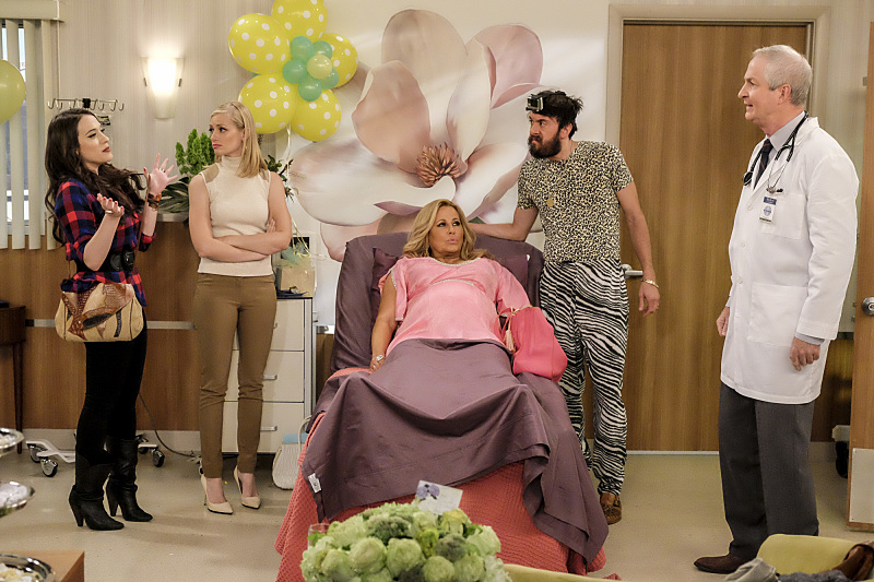 Jennifer Coolidge, Oliver Muirhead, Kat Dennings, Jonathan Kite, and Beth Behrs in 2 Broke Girls (2011)