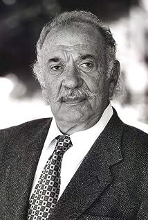 León Singer Picture