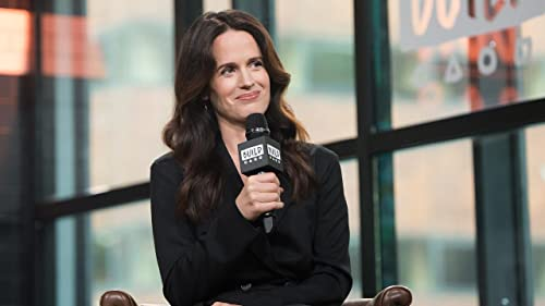 """BUILD: How Elizabeth Reaser Prepared her Role on """"The Haunting Of Hill House"""""""