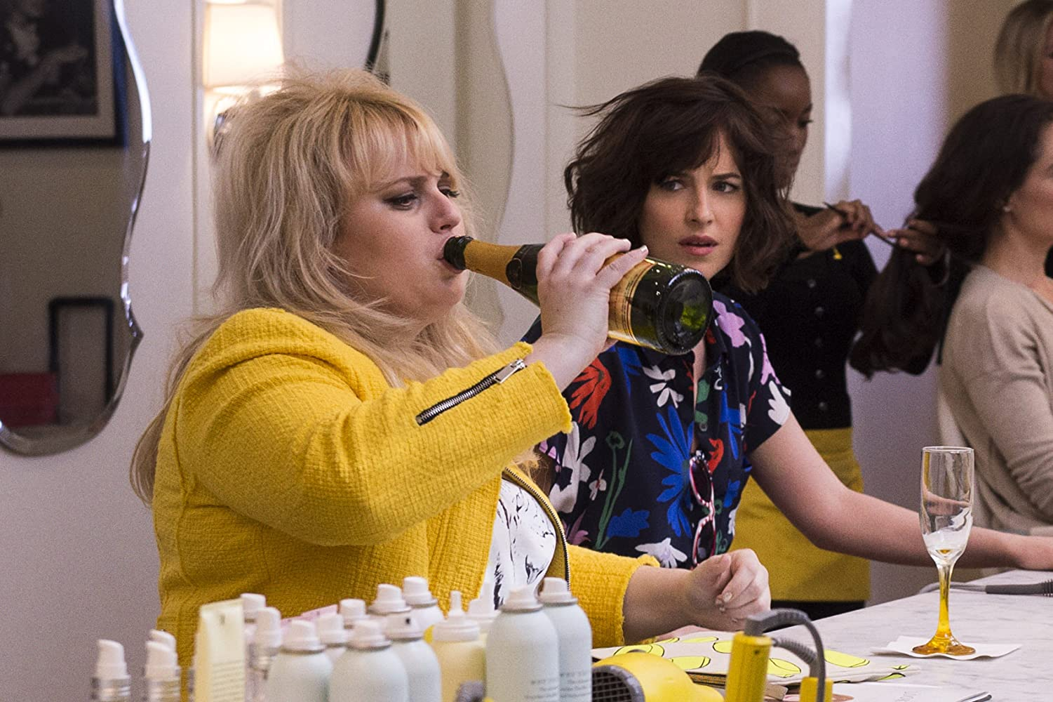 Dakota Johnson and Rebel Wilson in How to Be Single (2016)