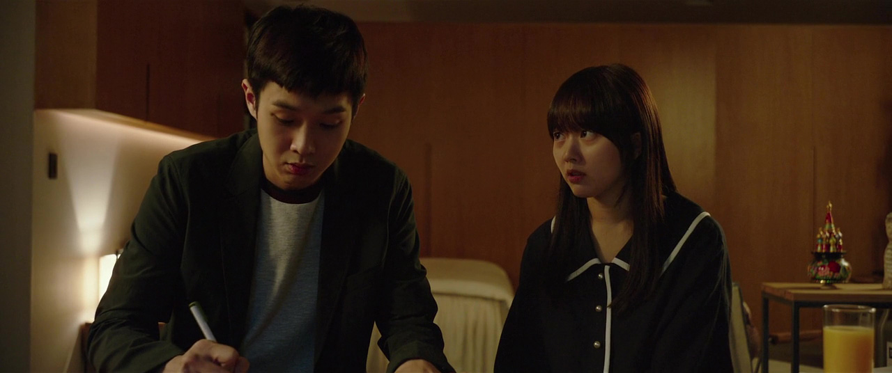 Woo-sik Choi and Ji-so Jung in Gisaengchung (2019)