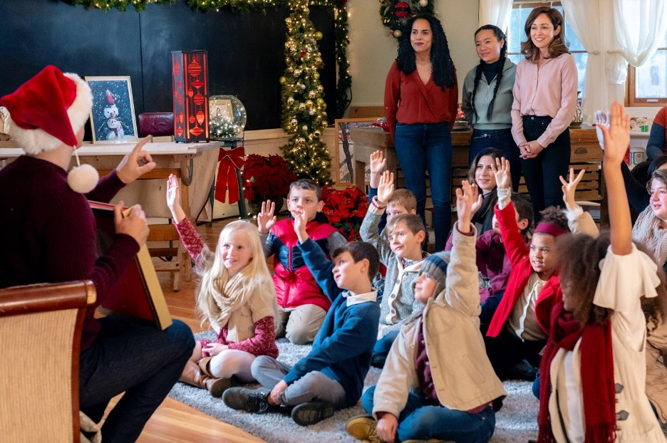 Autumn Reeser, Lisa MacFadden, and Tiffany Mo in A Glenbrooke Christmas (2020)