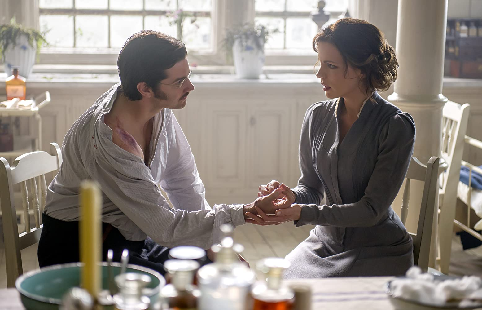 Kate Beckinsale and Jim Sturgess in Eliza Graves (2014)