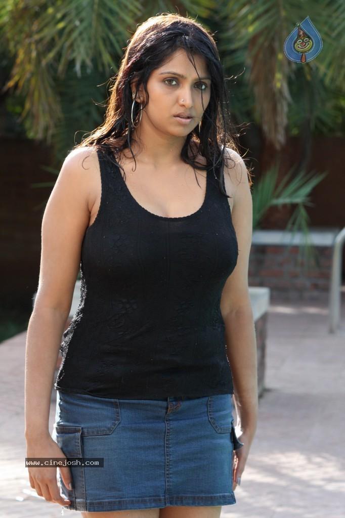 Bhuvaneswari in Seema Sastry (2007)