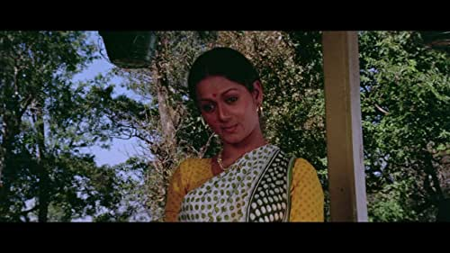 A simple, yet interesting romantic movie, 'Chitchor' revolves around Vinod - Amol Palekar who falls in love with Geeta - Zarina Wahab after her family mistakes him for someone else. When the misunderstanding about Vinod's identity is cleared, it seems that he may have to lose Geeta for no fault of his. This Basu Chatterji film boasts of a sterling performance by Master Rajoo and an excellent music score by Ravindra Jain, which contains soulful songs like 'Gori Tera Gaon', 'Jab Deep Jale Aana', 'Tu Jo Mere Sur Mein' and 'Aaj Se Pehle'.