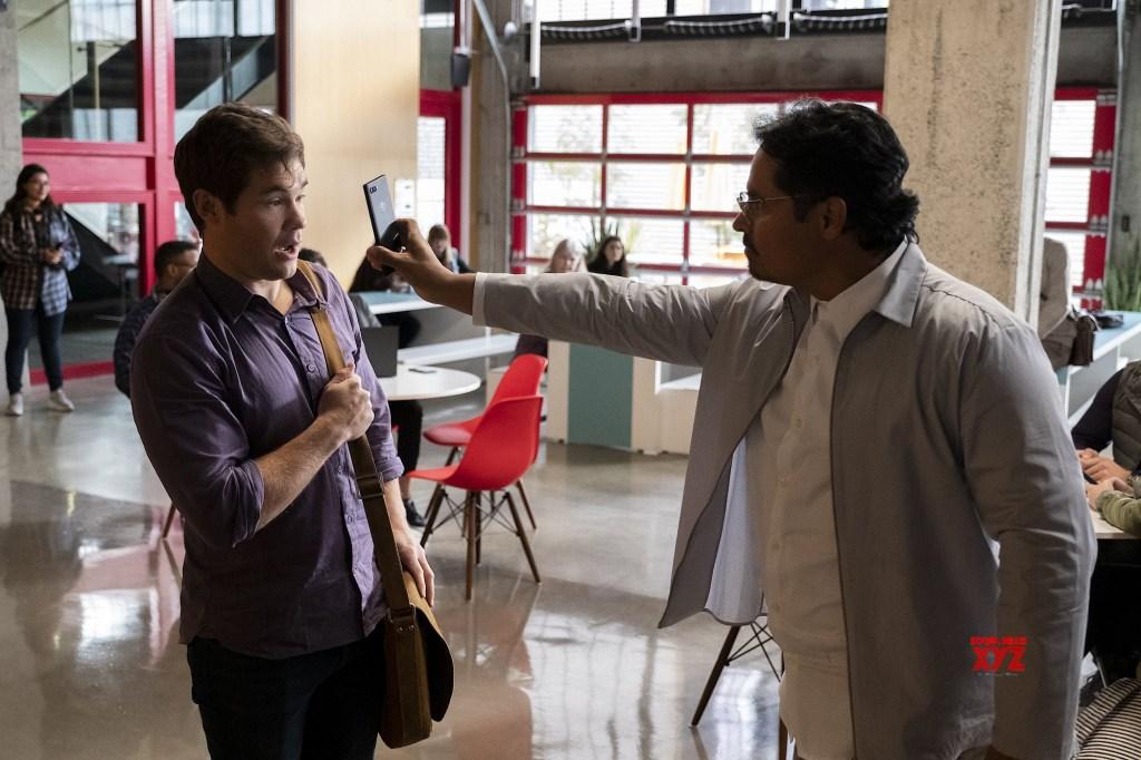 Michael Peña and Adam Devine in Jexi (2019)