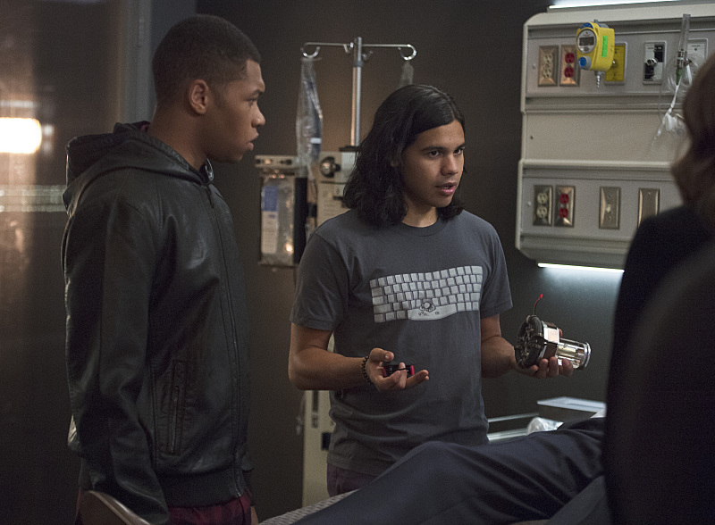 Victor Garber, Danielle Panabaker, Franz Drameh, and Carlos Valdes in The Flash (2014)