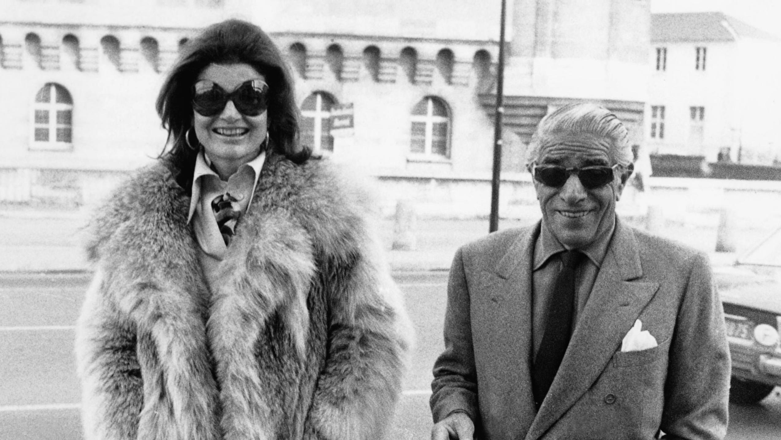 Jacqueline Kennedy and Aristotle Onassis in A Tale of Two Sisters (2015)