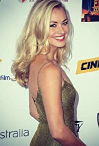 Primary photo for Yvonne Strahovski