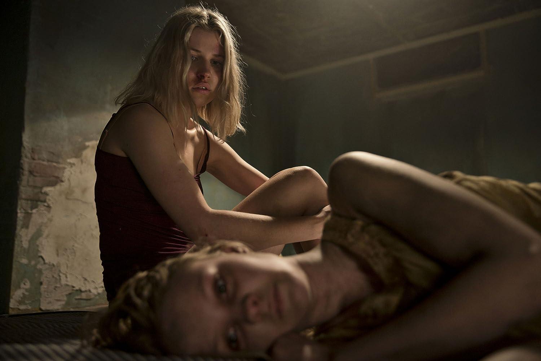 Tessa Hoder and Alvilda Lyneborg Lassen in Den som dræber - Fanget af mørket (2019)