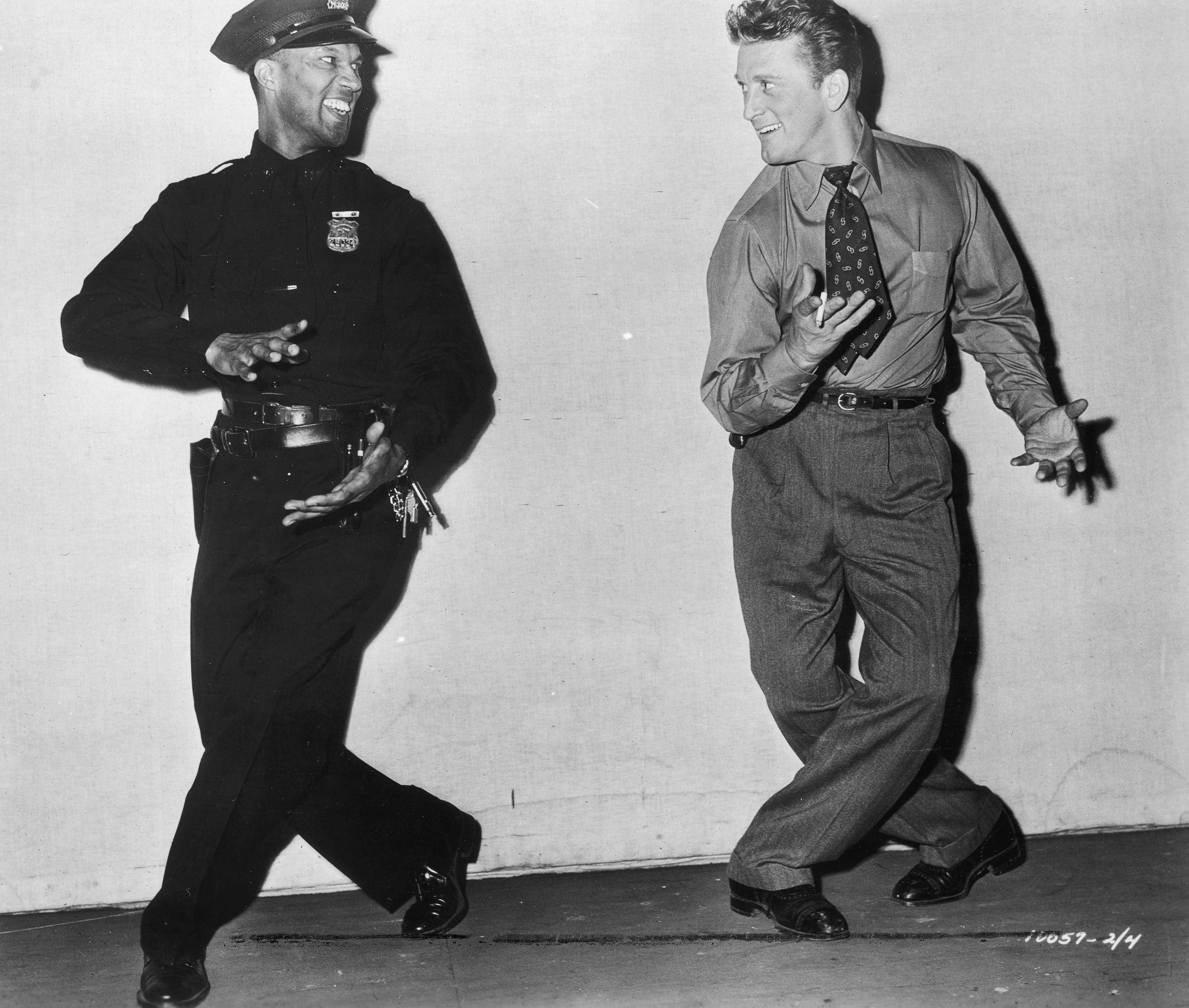 Kirk Douglas and Russell Evans in Detective Story (1951)
