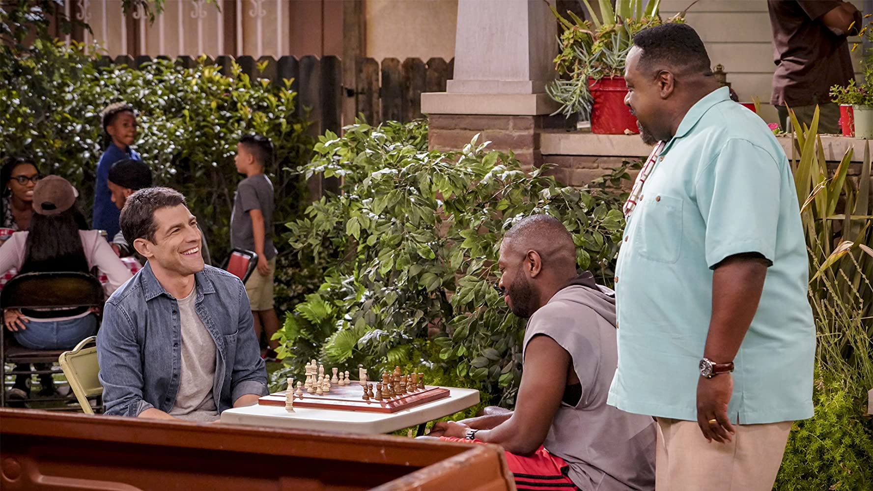 Cedric the Entertainer, Max Greenfield, and Sheaun McKinney in The Neighborhood (2018)