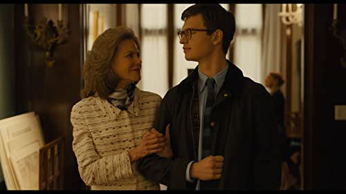 A boy in New York is taken in by a wealthy Upper East Side family after his mother is killed in a bombing at the Metropolitan Museum of Art.