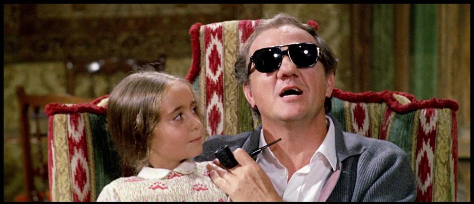 Karl Malden and Cinzia De Carolis in Il gatto a nove code (1971)